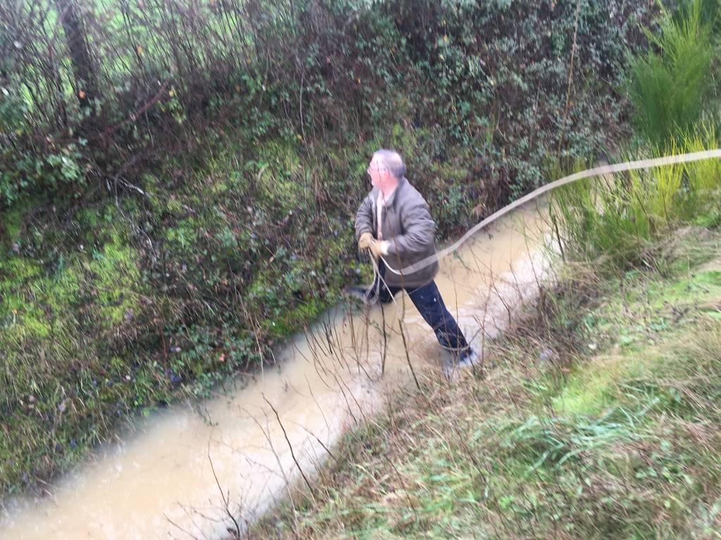 Traversé du fossé plein d'eau